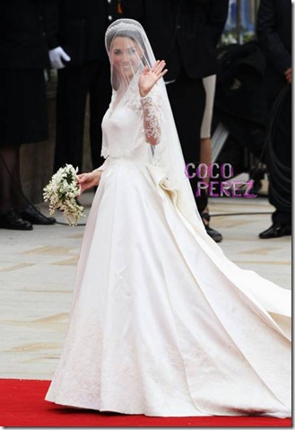kate-middleton-wears-alexander-mcqueen-wedding-gown-to-royal-wedding-2__oPt